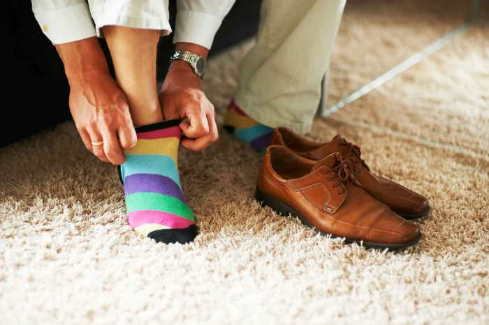 01_reasons_take_off_shoes_minute_walk_in_house_toxins_PeopleImages
